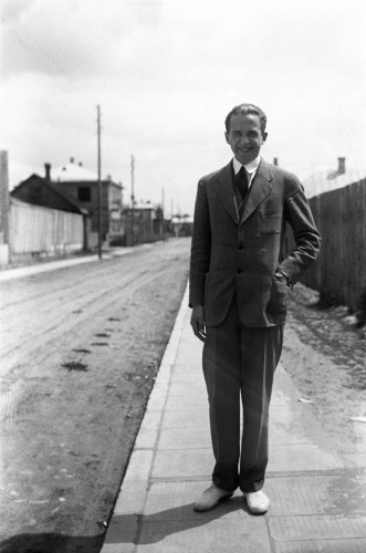 3-henry-parland-i-kaunas-1929-1930.-foto-svenska-litteratursallskapet-i-finland-henry-parlands-arkiv.-okand-fotograf.-portratt.jpg