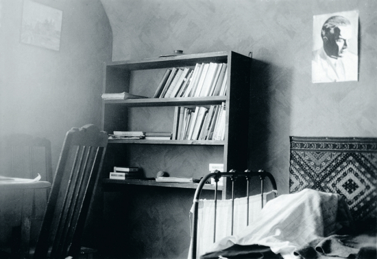 henry-parlands-rum-i-kaunas-taget-efter-hans-dod-den-10-november-1930.-fotograf-troligen-oswald-parland.-svenska-litteratursallskapet-i-finland-henry-parlands-arkiv.jpg.jpg