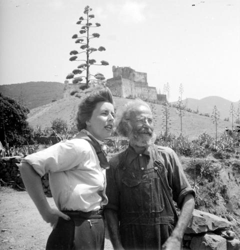 vivica-bandler-och-valere-battini-socialistledaren-girolata-korsika-1949_portratt.jpg