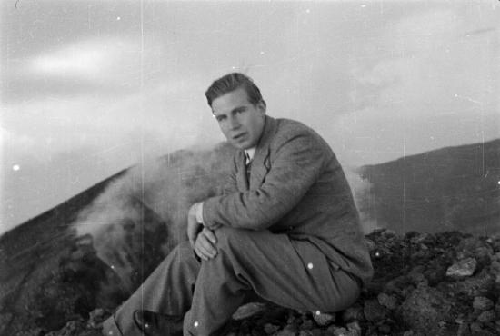 georg-henrik-von-wright-pa-etna-1937-portratt.-foto-goran-schildt.-sls-goran-schildts-arkiv.jpg
