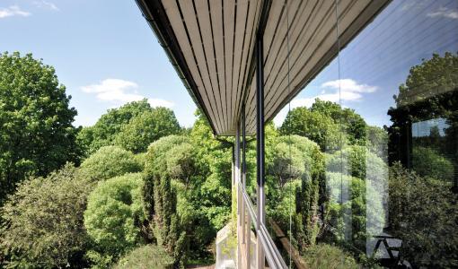Lumon Innglassing skaper et uterom av balkongen - så du kan nyte den større deler av året!
